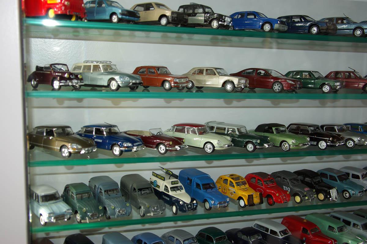 vitrine sur mesure pour voitures cr vecoeur le grand 60 atelier de decoration michel et mila. Black Bedroom Furniture Sets. Home Design Ideas